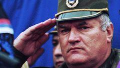 Doživotí žádá pro Mladiče haagský žalobce za masakr v Srebrenici a další zločiny