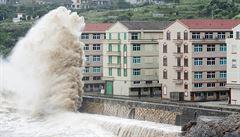 Čína evakuovala přes milion lidí z oblastí ohrožených supertajfunem