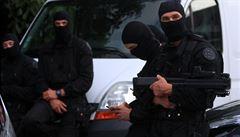 Francie povolila policii vousy a viditelné tetování. Nesmí ale provokovat