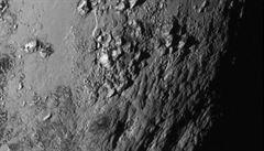 Sonda New Horizons poslala první snímky Pluta a jeho měsíce