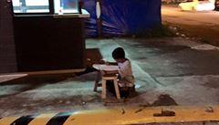 Chlapec bez domova dojal Filipínce. Za finanční dary může studovat
