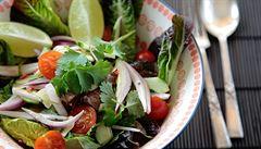 Co jíst v létě? Zeleninu, oříšky i maso. Řiďte se selským rozumem, radí odbornice