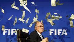 Došlo i na nejvyššího šéfa. Blattera šetří kvůli obří korupci ve FIFA, už byl u výslechu