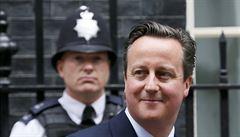 Británie se brání přílivu nelegálních migrantů: zabaví jim platy