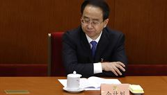 Poradce bývalého čínského prezidenta čelí obvinění. Bral úplatky a cizoložil