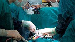 Chirurg obviněný ze zneužití čtyř dívek líčí ve svých denících zneužívání dalších 200 dětí