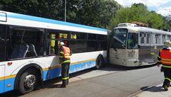 V Ostravě se srazila tramvaj s autobusem. Pět lidí se zranilo