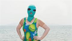Číňanky milují obličejové plavky. Chrání před medúzami a snědou pletí