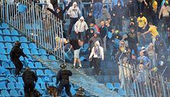 Fotbalista dostal kamenem do hlavy. Šílený duel v Albánii se nedohrál