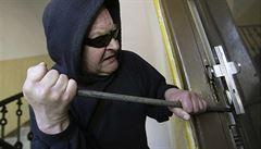 Maskovaní zloději ukradli stovky mobilů ze skladu v pražských Vokovicích. Škoda se šplhá do milionů