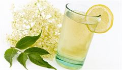 Nápoje pro horké letní dny: Vyzkoušejte limonády z rybízu či levandule
