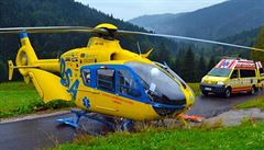 Na Berounsku srazilo auto při natáčení tři lidi, pro těžce zraněné letěl vrtulník