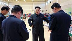 Kim vyrazil v obrněném vlaku za Trumpem. Setkají se příští týden v Hanoji