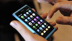 Asiaté jsou stále závislejší na smartphonech. Povinností je focení všech jídel