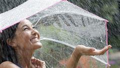 Konec předčasného léta? Sucho a horka vystřídají bouřky, teplota klesne až na 17 stupňů