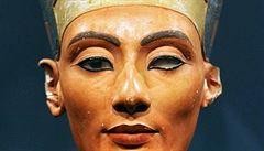 Slavná busta Nefertiti je prý podvrh