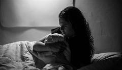 'Mozek náhle zahalí černý šál.' Premenstruační syndrom trápí miliony žen, může zavinit i vraždu