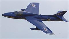 VIDEO: V Británii se během show zřítil legendární Hawker Hunter. Vybuchl na dálnici, zemřelo sedm lidí