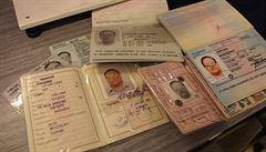 Falešné pasy v akci. Ukrajinci a Albánci s nimi prchají do Británie