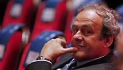 Podezřelé miliony nevadí. Vyšetřovaného Platiniho podpořilo všech 54 zemí UEFA