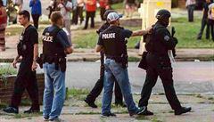St. Louis pobouřilo další zastřelení černocha policistou: Lidé protestují