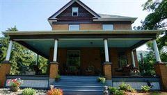 Dům vraha Buffalo Billa z Mlčení jehňátek je na prodej. Ale bez sklepní kobky