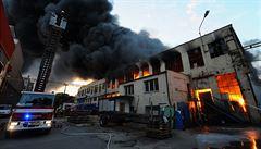 Požár ve Vysočanech nemusel být tak ničivý. Chyběly funkční hydranty