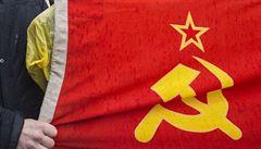 Před českou ambasádou hořela sovětská vlajka. Na protest proti okupaci