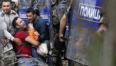 Makedonská policie se střetla s migranty. Rozhání je slzným plynem i granáty