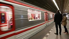 Mobilní internet v dalším úseku metra. Operátoři dokončili pokrytí úseku mezi 'červenými' stanicemi Muzeum a Roztyly