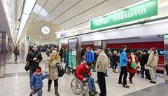 Portýry v metru na Veleslavíně by mohl nahradit pásový dopravník