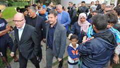 Sobotka a Chovanec navštívili zařízení pro uprchlíky, o azyl zatím požádalo 60 Syřanů
