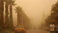 Písečná bouře na Blízkém východě si vyžádala pět lidí. Sužuje i turistický Kypr