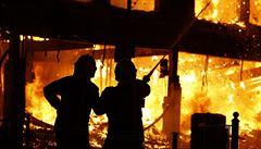 V areálu Unipetrolu hořelo. Požár v místě, kde se vyrábí vodík, provázel výbuch a otřesy