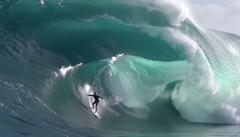 VIDEO: Do Austrálie dorazily největší vlny za sto let. A surfaři měli pré