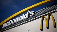 McDonald's skončí na některých trzích s plastovými brčky. Nahradí je papírovými