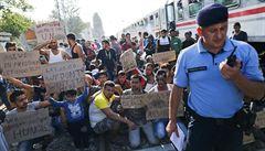 Maďarsko povolalo kvůli uprchlíkům zálohy a obviňuje Chorvatsko ze lži