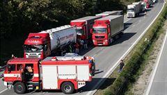 Smrtelná nehoda na 93,5 km dálnice D1 zastavila provoz na Prahu