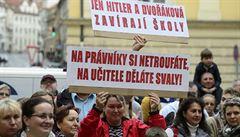 Studenti UJAK vyrazili protestovat do ulic proti rozhodnutí Akreditační komise
