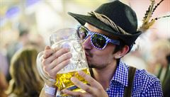 Pivo na Oktoberfestu zase zdraží. Tuplák v Mnichově vyjde na 282 korun