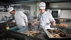 Chudí Filipínci se chtějí stát kuchaři, aby uspěli a proslavili se