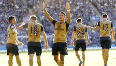 Sanchéz vystřelil Arsenalu hattrickem tři body, City znovu prohrálo