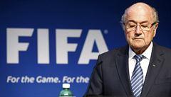 Neudělal jsem nic nezákonného, brání se Blatter. Nadále zůstane v čele FIFA