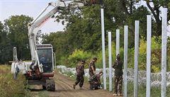 Druhou řadu hraničního plotu Maďarsko dostaví do konce dubna