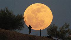 V noci na pondělí nastane superúplněk i úplné zatmění Měsíce