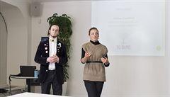 Mladí básníci pražští chystají workshopy. Za příspěvek nabízí báseň na míru či serenádu pod oknem