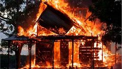 Velký požár haly na Klatovsku zavinil jedenáctiletý chlapec, který neuhasil cigaretu