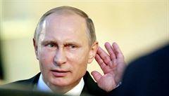 Kývající se Putin? Žádný Parkinson, ale pistolnický postoj z KGB, míní lékaři