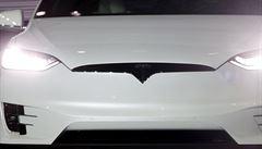 Tesla po havárii v Číně odstranila z webu slovo autopilot. Vylepšený překlad, tvrdí