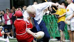 Starosta Londýna do toho šel naplno: při ragby 'sejmul' desetiletého školáka